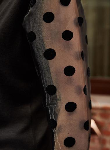 XHAN Kolları Puantiye Detaylı Tüllü Bluz 9Yxk2-41927-02 Siyah